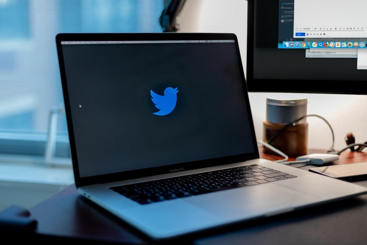 Hackerati i profili Twitter di Barack Obama, Bill Gates, Jeff Bezos, Elon Musk e di molti altri